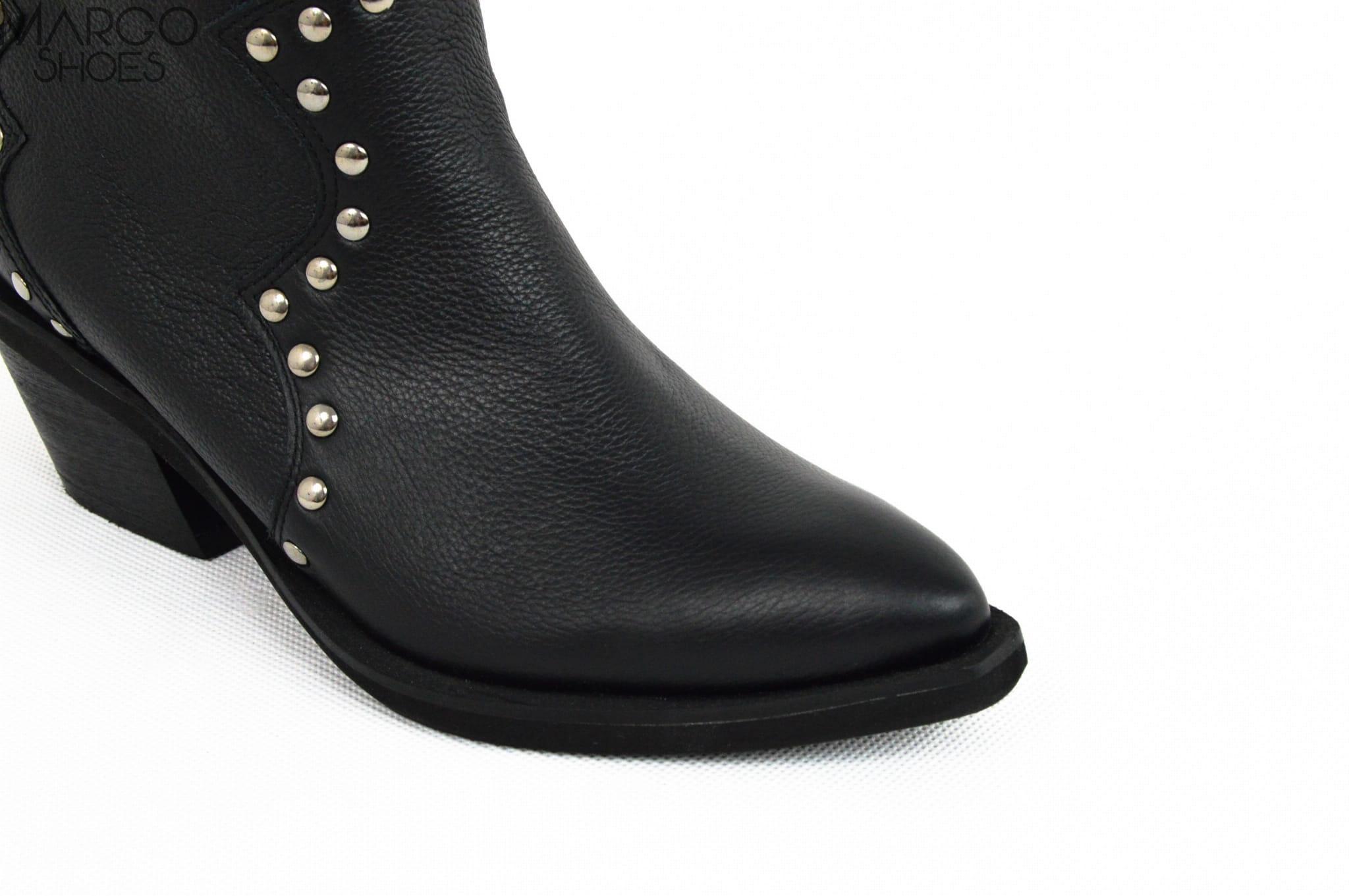 MargoShoes czarne skórzane botki kozaki kowbojki kowboje z dżetami niski obcas płaski spód w szpic skóra naturalna zapinane na zamek