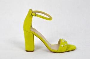 a0636a40 MargoShoes żółte sandałki z perłami na obcasie słupku wykonane ze skóry  naturalnej zamszowej