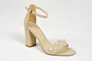 198150e0 MargoShoes wiosenne beżowe sandałki z perełkami na obcasie słupek skóra  zamsz perły