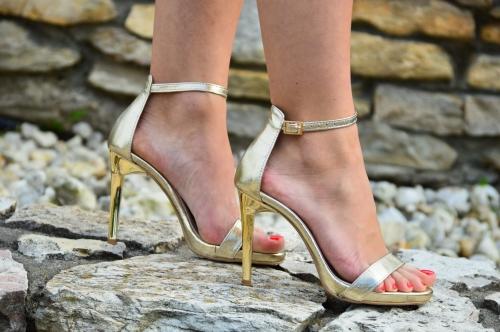 a0914afb MargoShoes złote sandałki szpilki na delikatnej platformie Victoria skóra  naturalna idealne na komunie weselne produkt polski